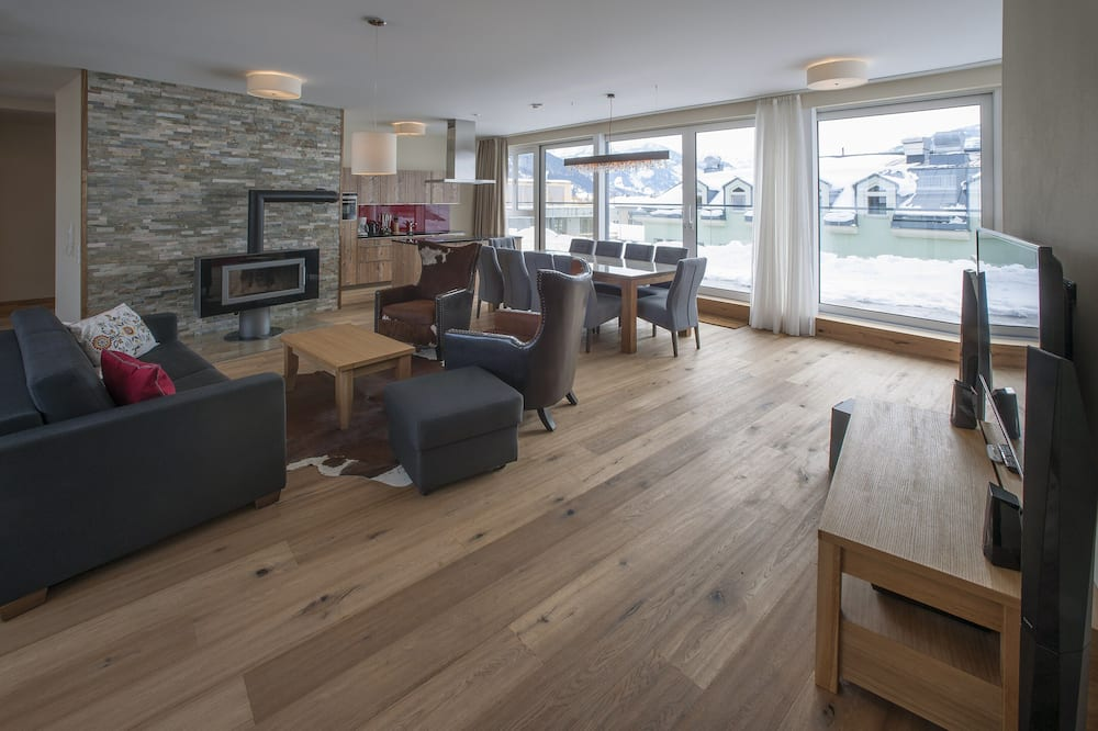 Penthouse, 4 Bedrooms - Living Area