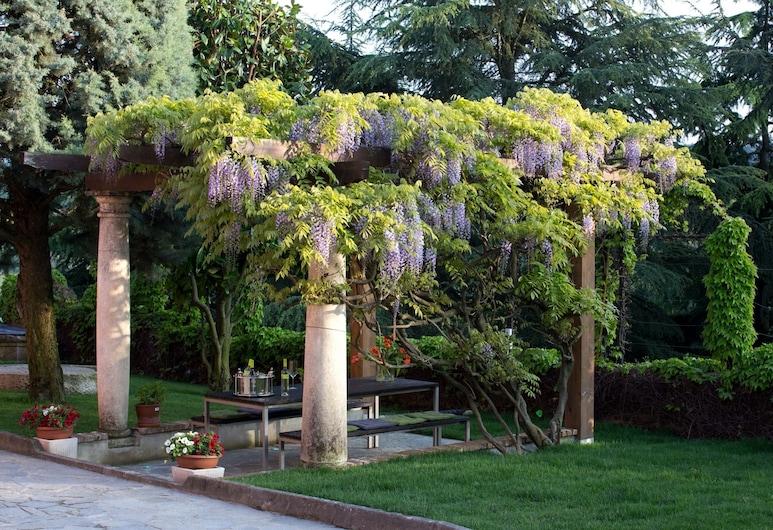 Villa Giarvino, Acqui Terme, Bahçe