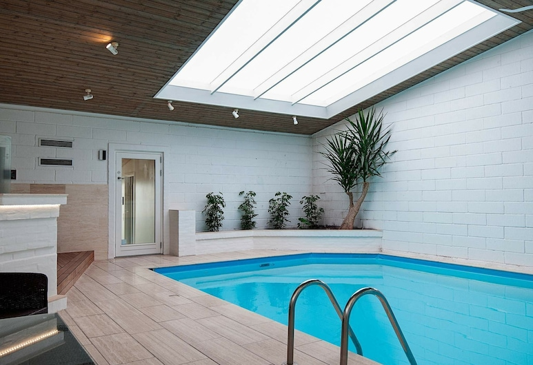 Elegant Holiday Home in Ulfborg With Swimming Pool, Knebel, Πισίνα