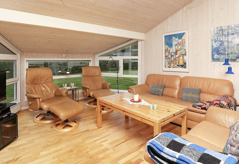 Cosy Holiday Home in Jutland Near the Beach, Hals, Sala de estar
