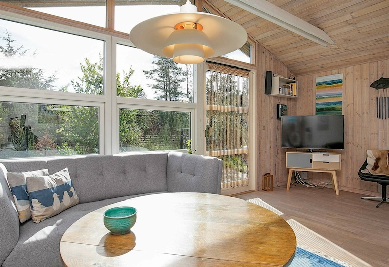 Tranquil Holiday Home in Jerup Near Sea, Jerup, Гостиная