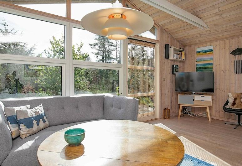 Tranquil Holiday Home in Jerup Near Sea, Jerup, Sala de estar