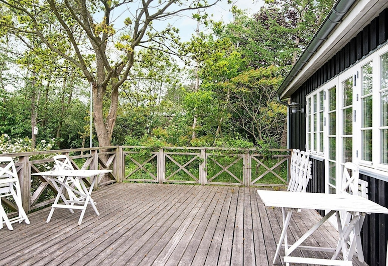Brilliant Holiday Home in Ebeltoft With Roofed Terrace, Ebeltoft, Balkón