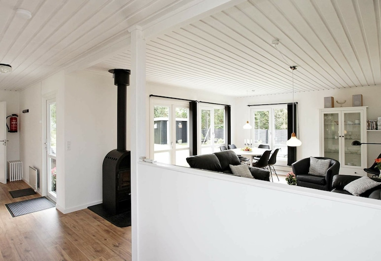 Beautiful Holiday Home in Jerup With Terrace, Jerup, Chambre