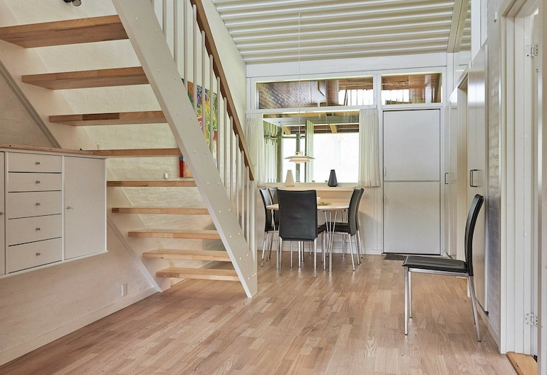 Modernised Holiday Home in Allinge With sea View, Allinge, Pokój
