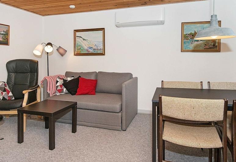 Modern Holiday Home in Blåvand Jutland With Terrace, Blavand, Sala de estar