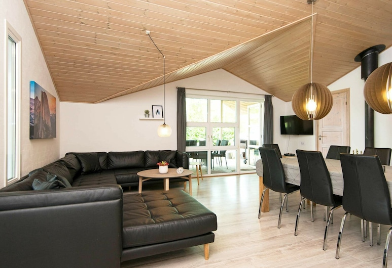 Comfortable Holiday Home With Swimming Pool in Jutland, Horsens, Living Room