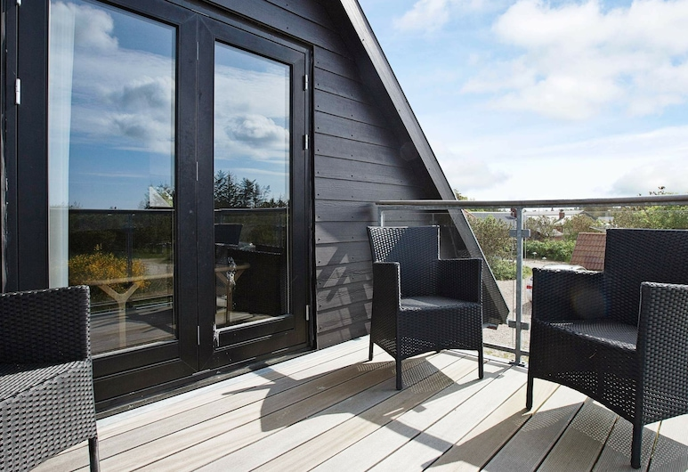 Simplistic Holiday Home in Blåvand With Whirlpool, Blavand, Balcony