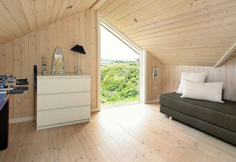 Stunning Holiday Home in Løkken With Jacuzzi, Lokken, Living Room
