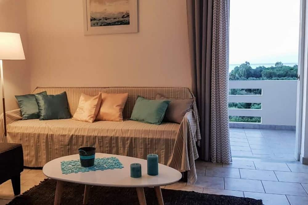 Comfort Apartment, 1 Bedroom, Sea View, Garden Area - Living Room