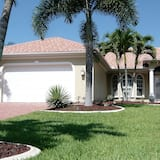 Luxury Waterfront Rental Vacation Villa in Cape Coral With Quick Gulf Access