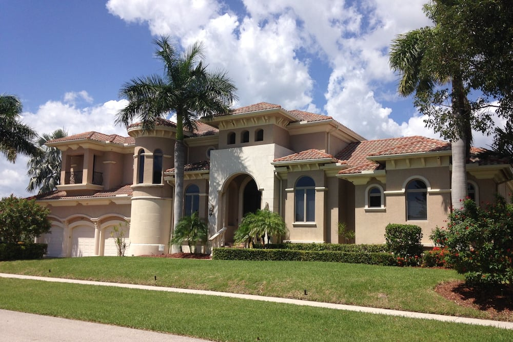 Beautiful Huge Marco Island Fl Waterfront Home- Great for Large Families, Marco Island