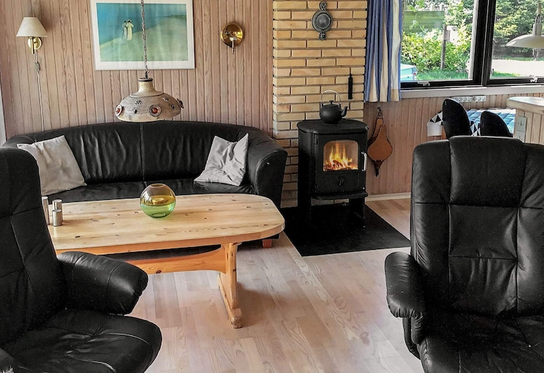 Adorable Holiday Home in Væggerløse With Barbecue, Væggerlose, Wohnzimmer