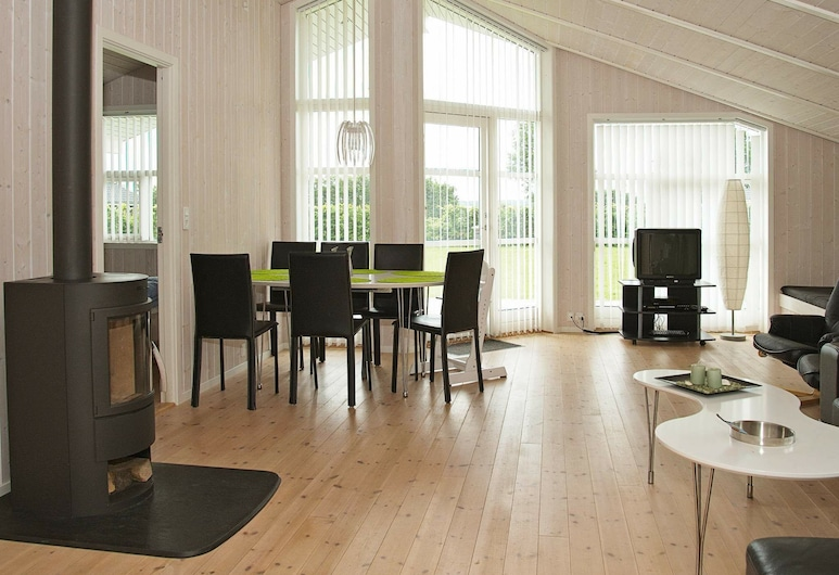 Delicate Holiday Home in Haderslev With Garden, Haderslev, Living Room