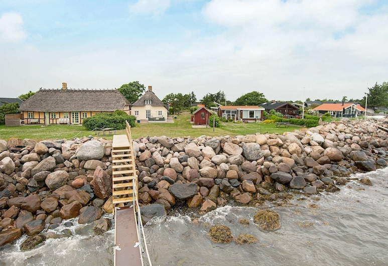 Rustic Holiday Home in Juelsminde With Terrace, Juelsminde