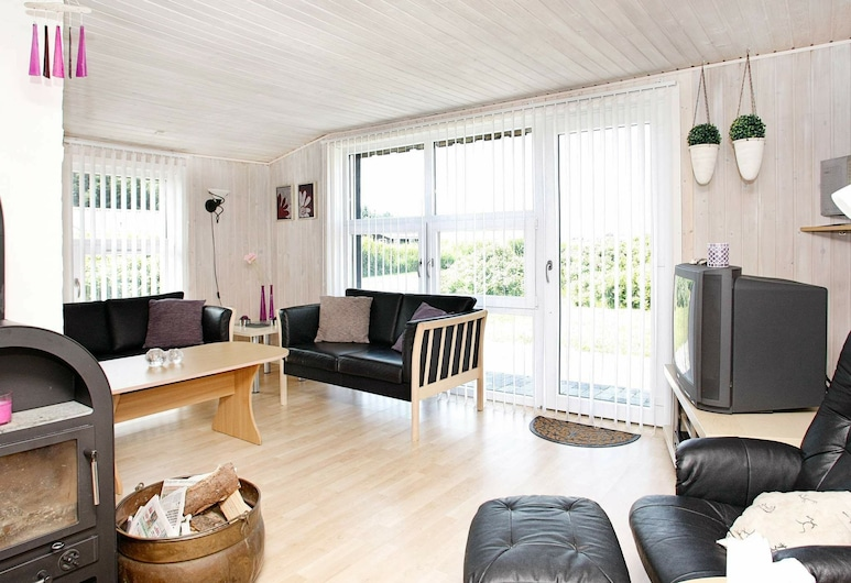 Spacious Holiday Home in Løkken With a Sauna, Lokken, Sala de estar