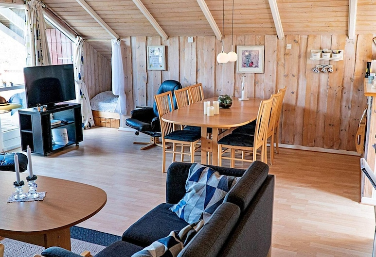 Serene Holiday Home in Arrild With Swing and Trampoline, Toflunas, Svetainė