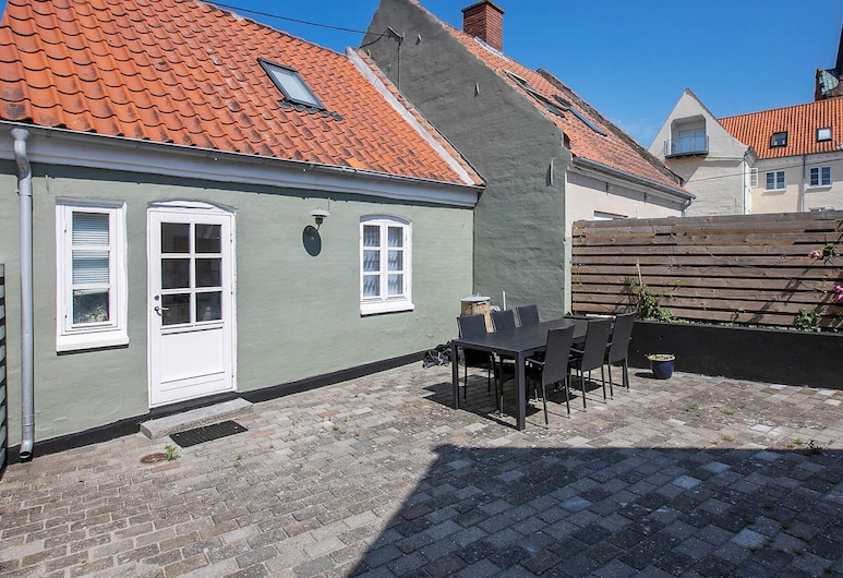 Gorgeous Holiday Home in Rudkøbing Close to Town, Rudkobing, Erkély