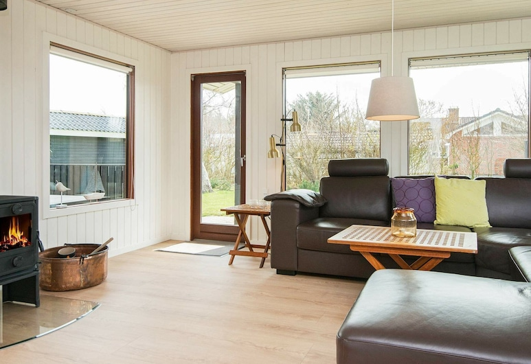 Gorgeous Holiday Home in Blåvand Near Sea, Blavand