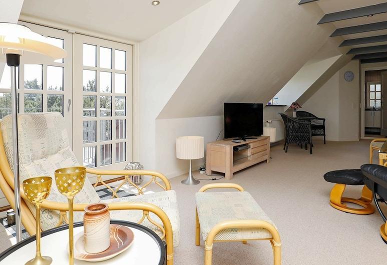 Quaint Holiday Home in Jutland With Private Whirlpool, Blavand, Sala de estar