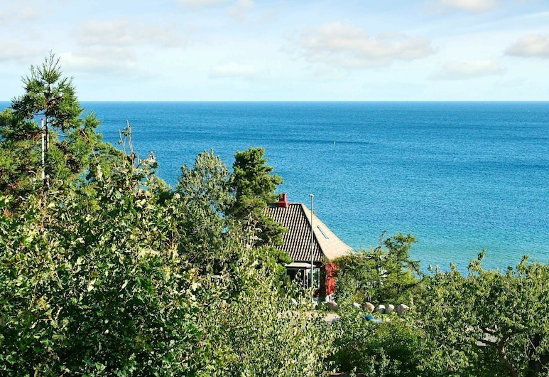 Modern Holiday Home in Allinge Denmark With Sea View, Allinge, Plaża