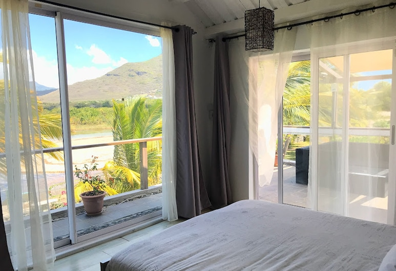 Lovely Beach House in a Very Peaceful and Upmarket Area, we Even Throw in a car, Tamarin, Lain-lain