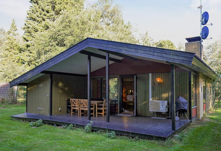 Tranquil Holiday Home in Falster With Terrace, Idestrup