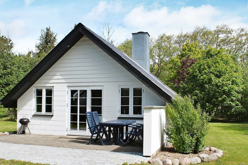 Quiet Holiday Home in Blavand Jutland With Lawn