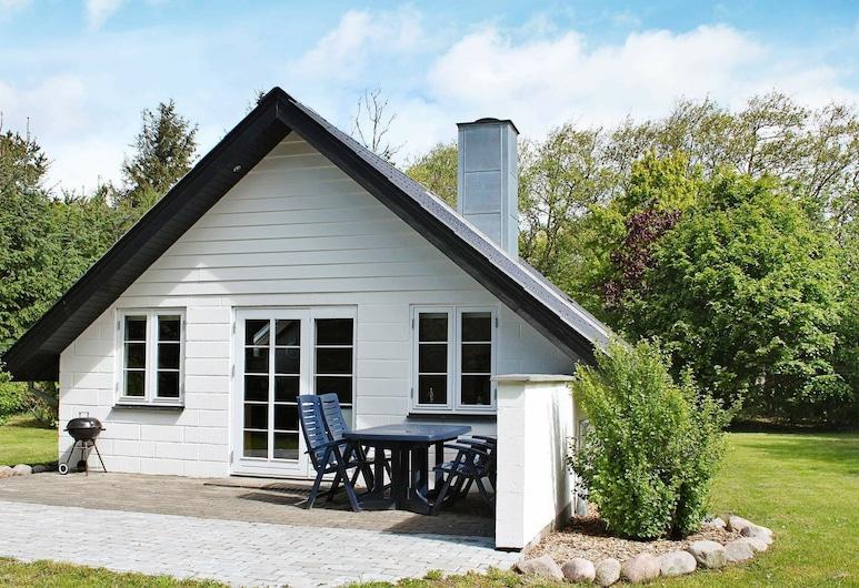 Quiet Holiday Home in Blavand Jutland With Lawn, Blavand