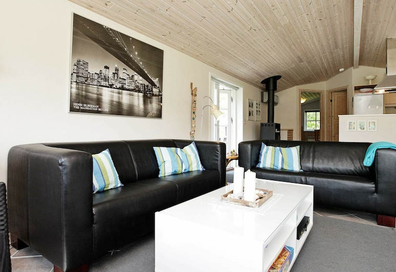 Cozy Holiday Home in Jerup With Terrace, Jerup, Wohnzimmer