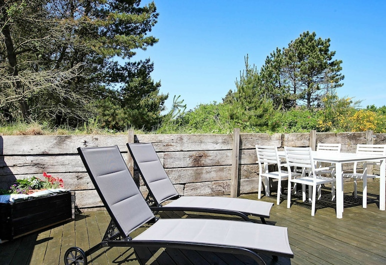 Spacious Holiday Home in Blavand With Jacuzzi, Blavand, Balkon