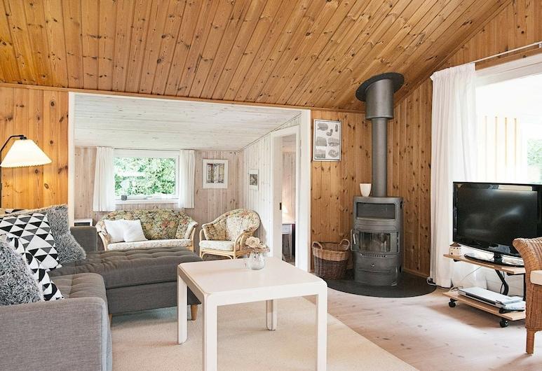 Serene Holiday Home in Ålbæk With Terrace, Jerup, Wohnzimmer