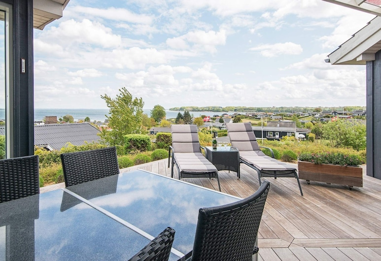 Pleasant Holiday Home in Hejls With Ocean-view, Hejls, Balcony
