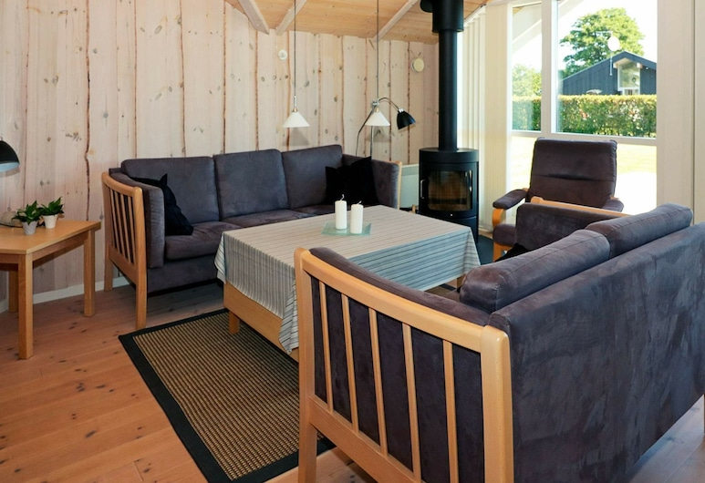 Gorgeous Holiday Home in Jutland With Whirlpool, Hadsund, Bilik Rehat