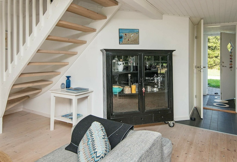 Gorgeous Holiday Home in Blåvand With Jacuzzi, Blavand, Sala de estar