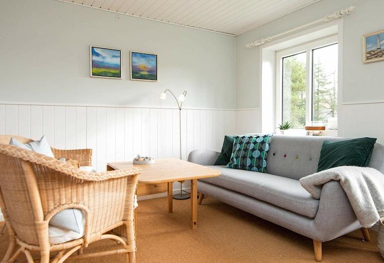 Lush Holiday Home in Blåvand With Terrace, Blavand, Sala de Estar