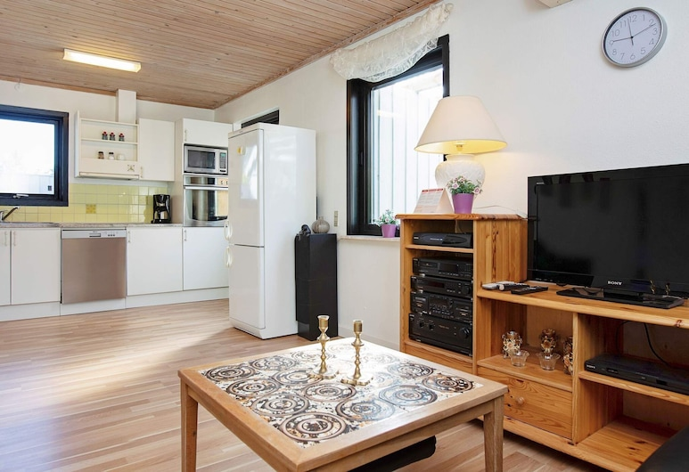 Luxurious Holiday Home in Gedser With Roofed Terrace, Gedser, Living Room