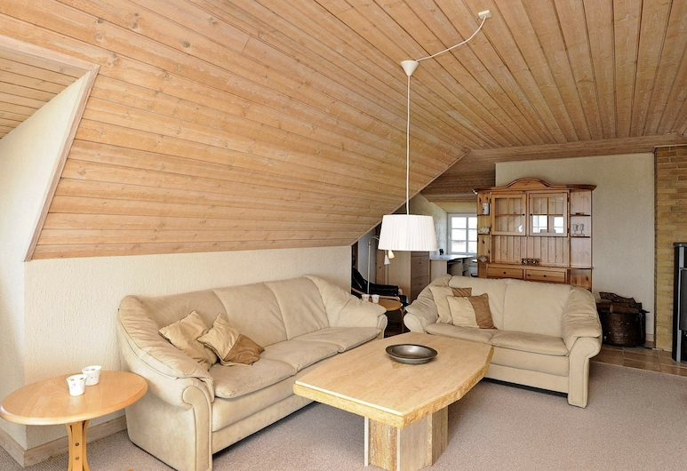Luxurious Holiday Home in Blåvand Jutland With Whirlpool, Blavand, Sala de Estar