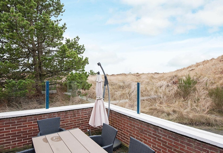 Comfortable Holiday Home in Blåvand With Terrace, Blavand, Varanda