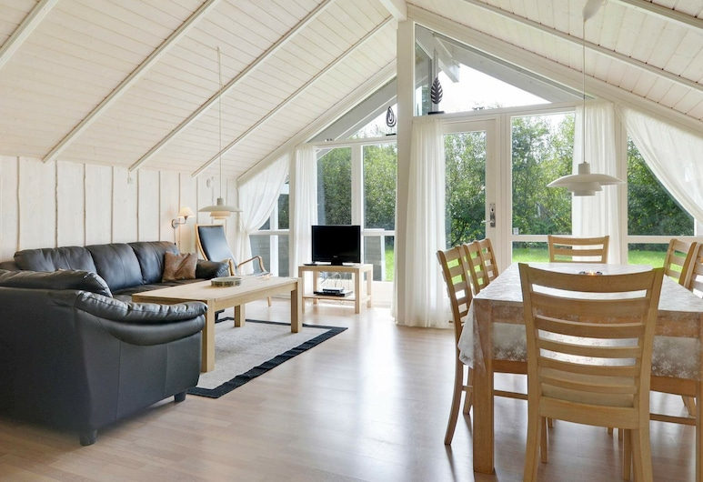 Dreamy Holiday Home in Hemmet With Whirlpool, Hemmet, Living Room