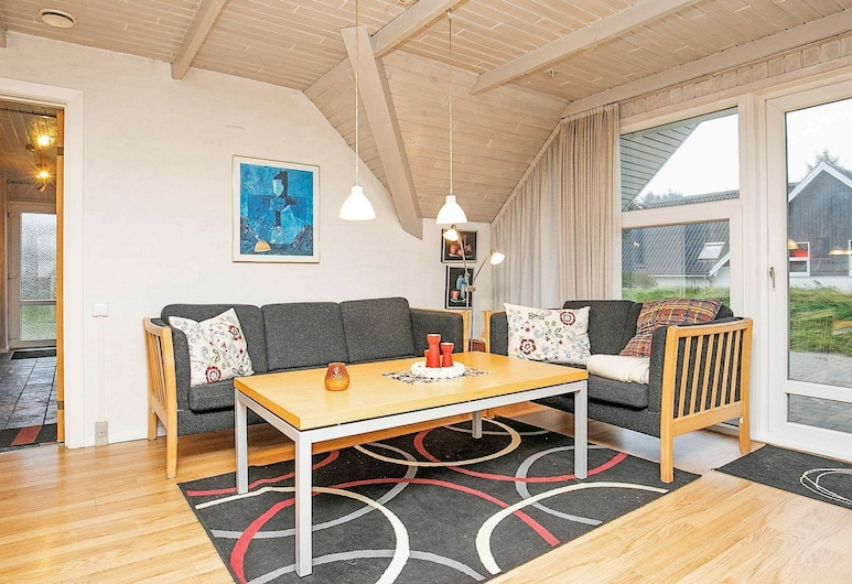 Spacious Holiday Home in Søndervig With Roofed Terrace, Ringkøbing, Wohnzimmer