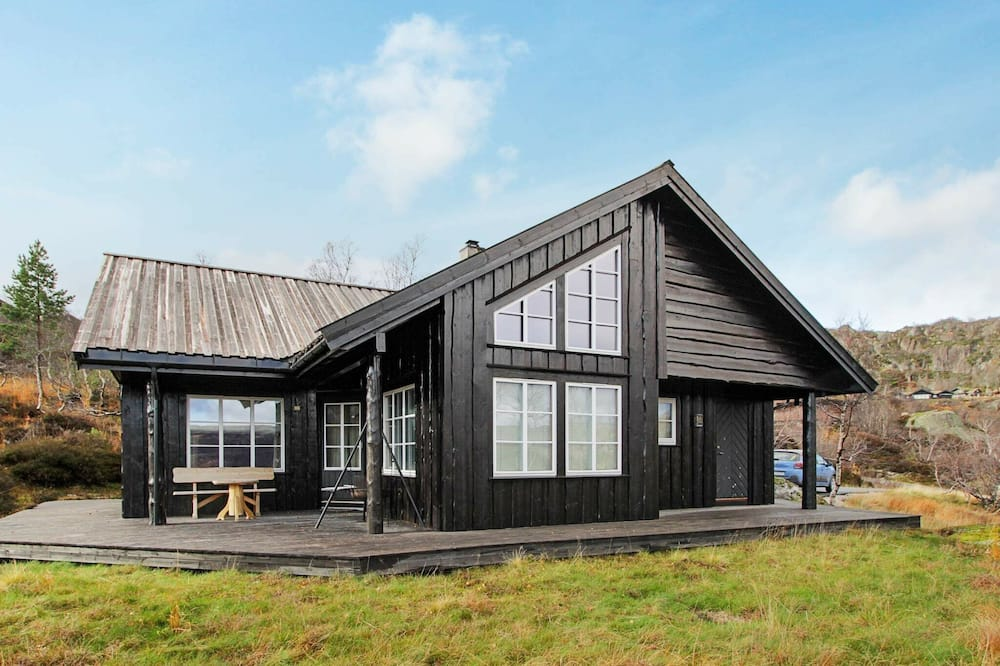 10 Person Holiday Home in Åseral
