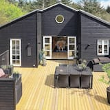 Pleasant Holiday Home in Jutland Denmark With Whirlpool, Blokhus