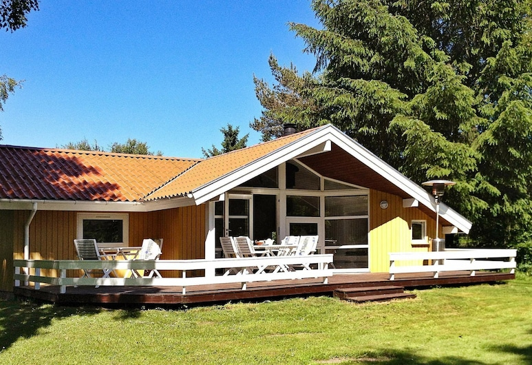 Spectacular Holiday Home in Farsø With Covered Terrace, Farso