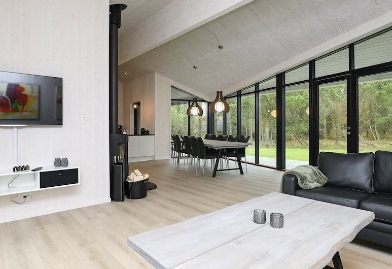 Luxurious Holiday Home in Blåvand Jutland With Whirlpool, Blavand, Wohnzimmer