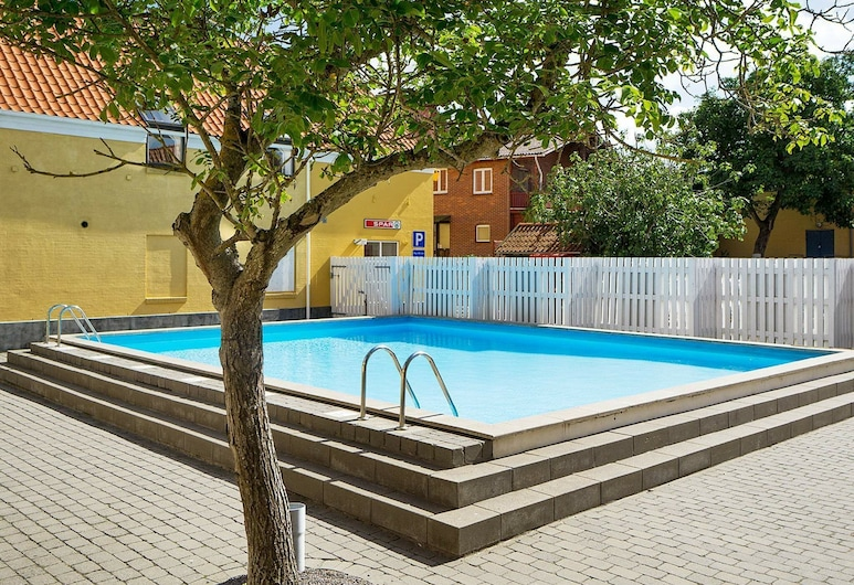 Modern Holiday Home With Swimming Pool in Gudhjem, Gudhjem, Πισίνα