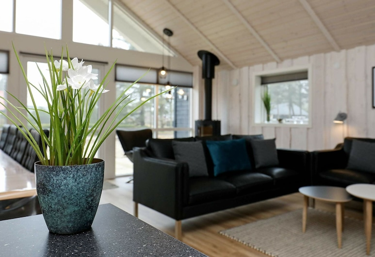 Modernized Holiday Home in Jutland Near Sea, Blavand, Sala de Estar