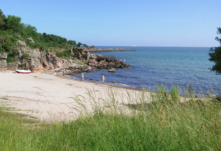 Large Holiday Home in Allinge Denmark With Sea View, Allinge, Plaża