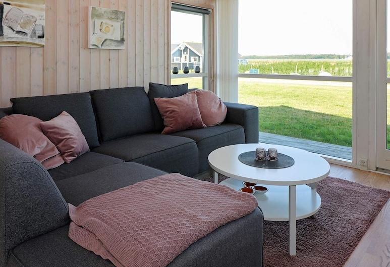 Spacious Holiday Home in Storvorde Near the Sea, Storvorde, Living Room