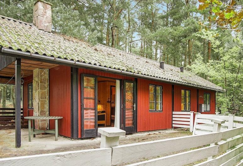 Vibrant Holiday Home in Bornholm Near Sea, Akirkeby